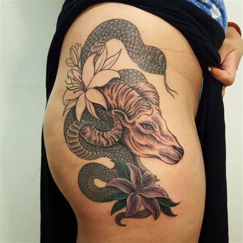 35 seductive hip tattoo designs for girls heat the floor