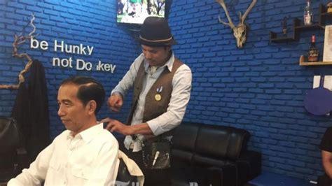 Kursi Pangkas Batam jumadi tegang dan gemetaran cukur rambut jokowi halaman
