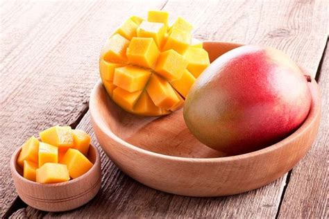 dogs mango can dogs eat mango or are mangoes bad for dogs and why