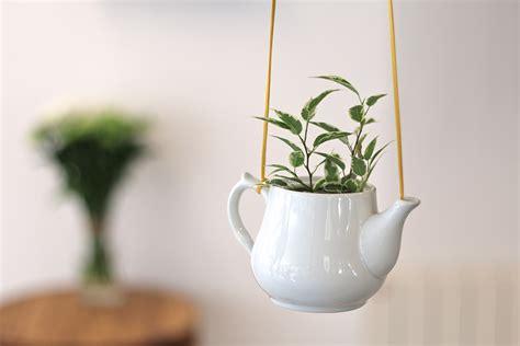 Ordinaire Plantes D Interieur Decoration #1: 07733687-photo-tuto-une-plante-suspendue-dans-une-theiere-en-ceramique-7.jpg