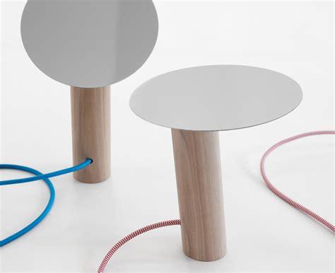 illuminazione da tavolo paon ligne roset illuminazione da tavolo livingcorriere