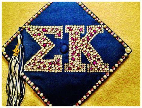 how to decorate graduation cap 24 best images about graduation cap ideas on pinterest