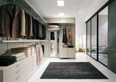 Kleiner Grauer Teppich by 1001 Ideen F 252 R Offener Kleiderschrank Tolle Wohnideen