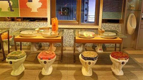 toilet restaurant the modern toilet taiwan restaurant chain s toilet
