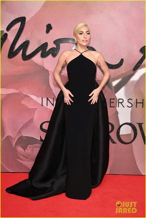 Goes For Black Accessories The Awards by Gaga Goes Classic In Black At The Fashion Awards 2016