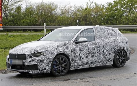 Bmw 1er 2019 Motoren by 2019 Bmw 1 Series Shows Its Blue Calipers To Help Us