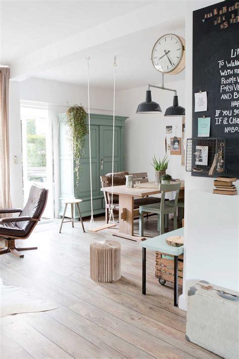 balancoire interieur une maison en vert de gris decouvrirdesign