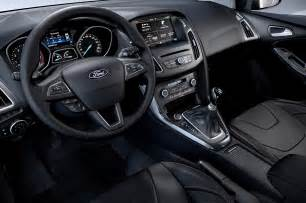 2015 ford focus hatchback interior from driver side photo 10