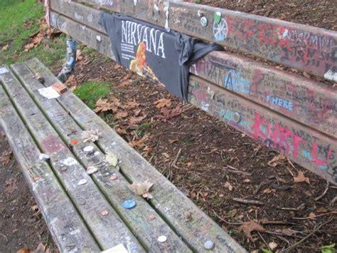 kurt cobain bench kurt cobain memorial bench lake washington seattle picture of lake washington
