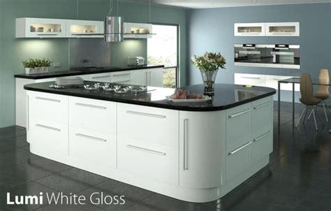 tiles to go with white gloss kitchen white gloss kitchen black worktop search
