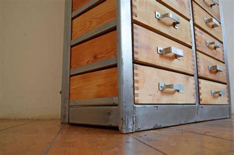 schrank geringe tiefe schubladenschrank metall schrank loft antik