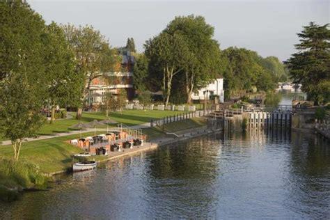 thames river trail the runnymede on thames egham surrey hotel reviews