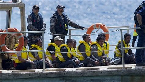 refugee boats coming to australia refugees are boat people to most un survey finds