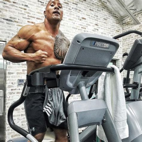 how much does dwayne johnson bench how much can dwayne johnson bench how much does dwayne