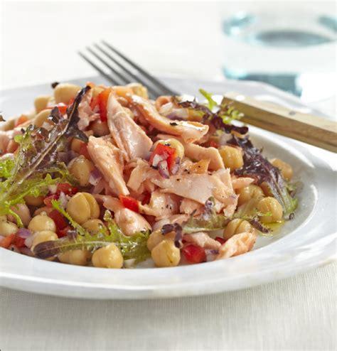 ricette da portare in ufficio insalata di salmone e ceci ricetta proteica dietetica da