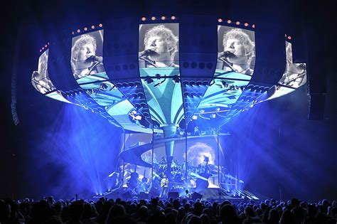 confirmed ed sheeran is bringing divide tour to southeast tait custom builds led video structure and main stage for