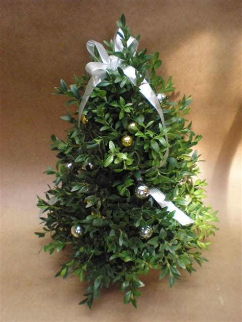 boxwood tabletop christmas tree how to make a tabletop boxwood tree