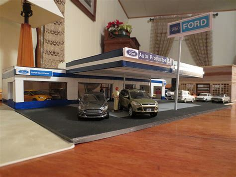 Ford Garage Repairs by Ford Garage Workshop Dioramas Scale143