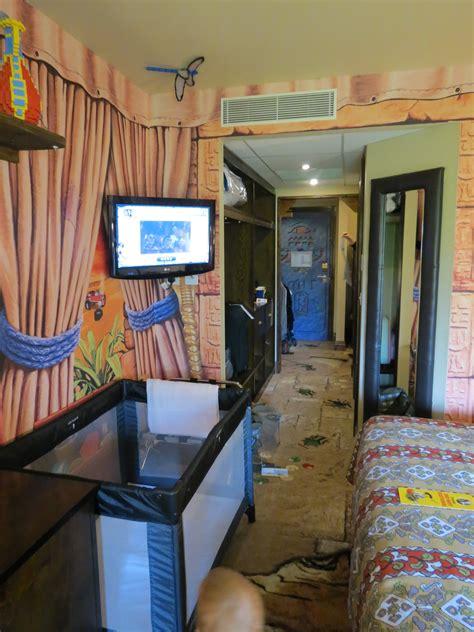 legoland bedrooms a quick look inside an adventurer premium themed room at legoland windsor resort