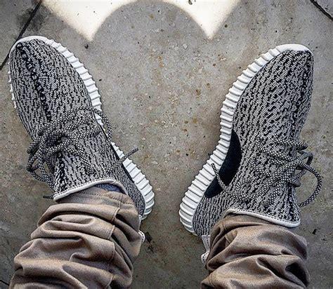 Sepatu Sneakers Sepatu Adidas Tubular Ori Quality jual sepatu adidas yeezy boost 350 turtle dove sepatu