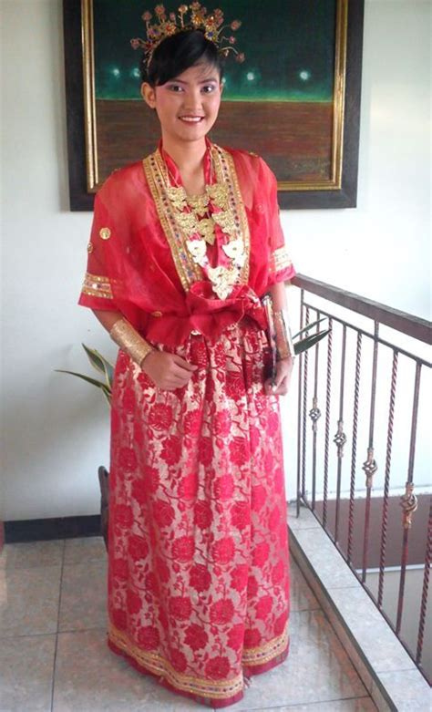 Kebaya Kartika Merah baju bodo is traditional cloth for bugis in sulawesi
