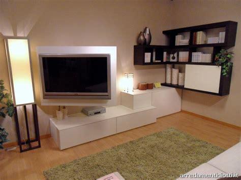 mobili soggiorno angolari moderni forum arredamento it parete soggiorno ad angolo