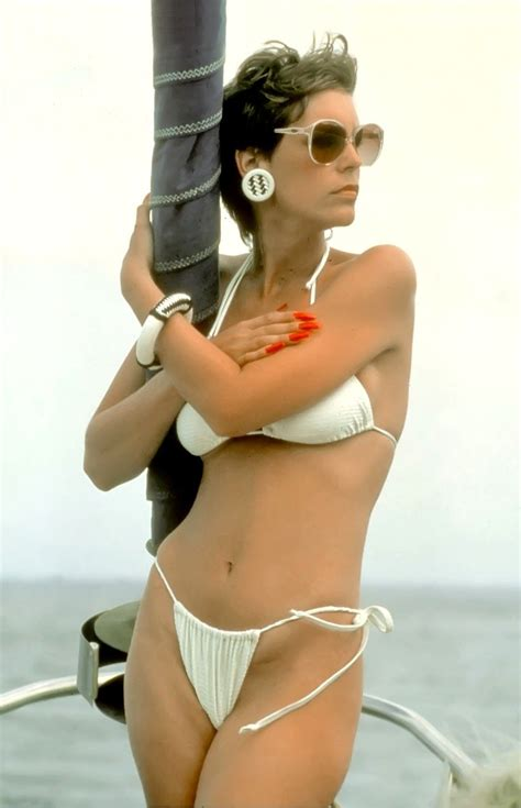 the 17 hottest silver foxes jamie lee curtis lee curtis jamie lee curtis in bikini jamie lee curtis pinterest
