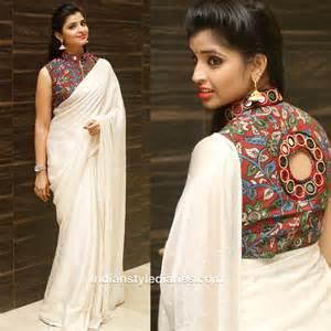 Anchor syamala in a off white saree and kalamkari blouse indian