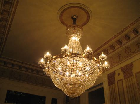 Ceiling Chandeliers File New Orleans Garden District Ceiling Chandelier 2 Jpg