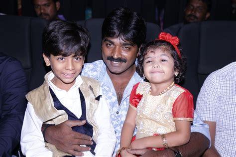actor vijay sethupathi and his wife photos vijay sethupathi family pictures wife marriage photos