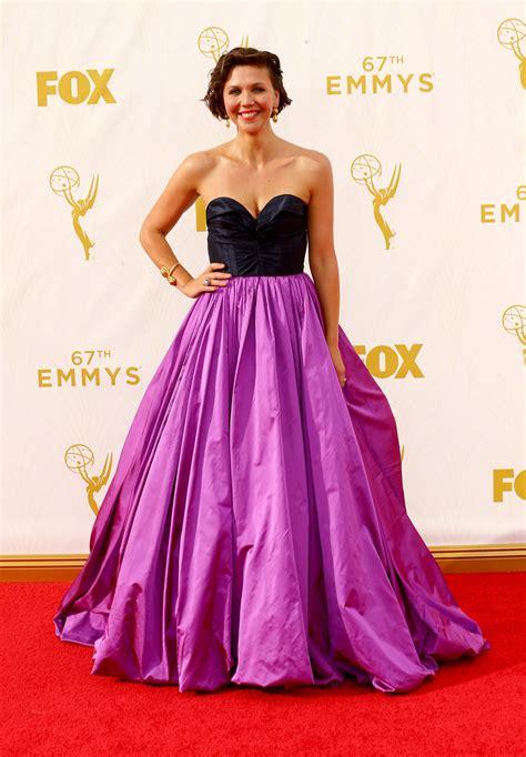 Oscars Liveblog Yay Maggie by Maggie Gyllenhaal In Oscar De La Renta At 2015 Emmy Awards