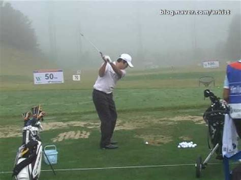 anthony kim golf swing anthony kim slow motion iron golf swing from driving range