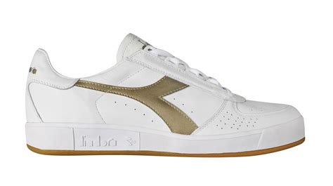 italian football tennis running shoes and clothing manufacturer diadora