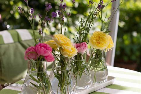 Arrangement Flowers by Preiswerte Nachurlaubs Blumendeko Mit Wenig Blume Sandis