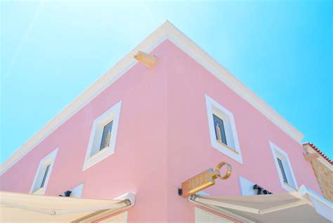 warna pastel bisa digunakan  membuat mood lebih baik