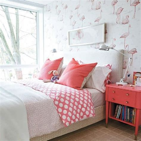 flamingo wallpaper bedroom doesn t everyone love flamingos i couldn t help myself