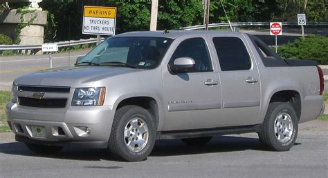 file 2nd chevrolet avalanche 04 30 2010 jpg wikimedia