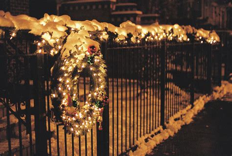 holiday fence decor