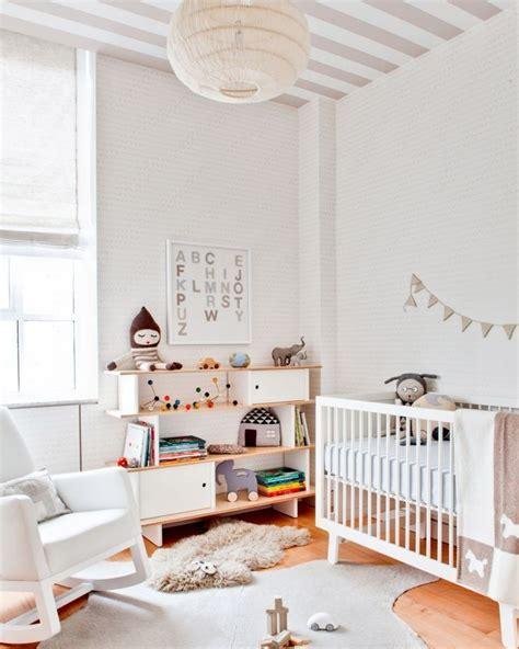 plafond chambre enfant du papier peint au plafond dans une chambre d enfant