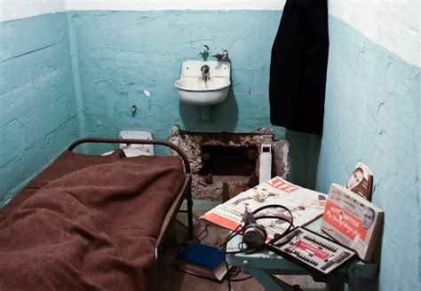 alcatraz prison cell where a famous escape was made frank morris and brothers john and clarence