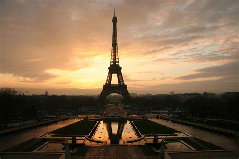 beautiful eiffel tower beautiful eiffel tower in the evening wallpapers and images wallpapers pictures photos