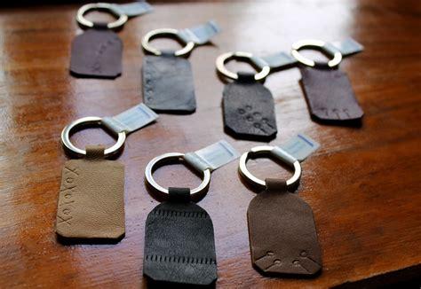 hacer llaveros de cuero llaveros de cuero grabado hulun regalos originales para