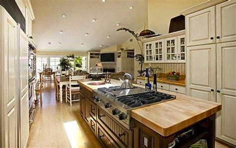 Center Kitchen Islands A Great Cooktop On A Center Island Fabulous Kitchens