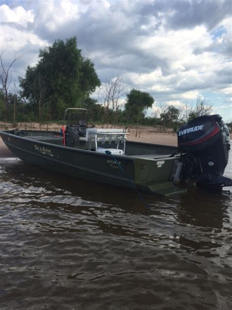 duck hunting boat pics duck hunting boats center console pictures to pin on