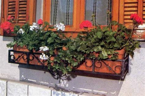 fioriere per davanzale finestra costruire una fioriera da finestra in ferro
