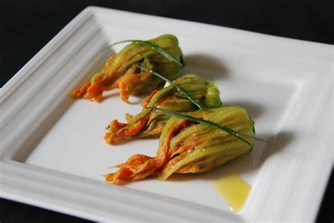 comment cuisiner les fleurs de courgettes fleurs de courgettes farcies cuisine plurielle