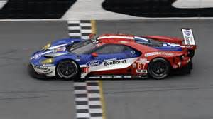 how the ford gt race car differs from the road car