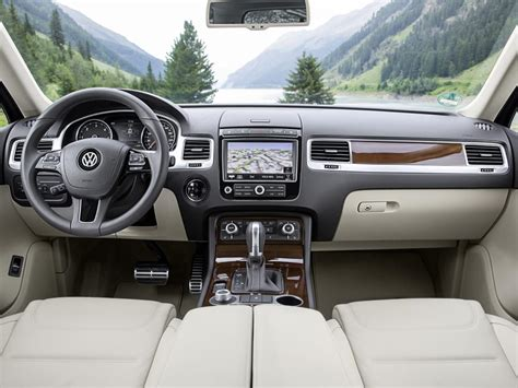 volkswagen touareg interior 2015 2015 volkswagen touareg v6 tdi gets mild power boost