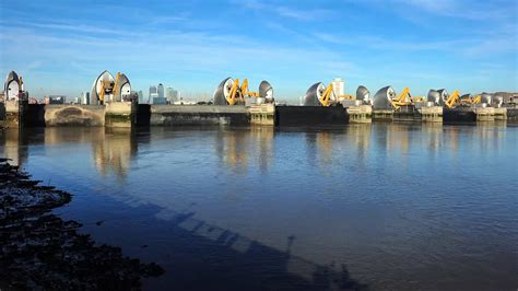 thames barrier video youtube the closure of the thames barrier youtube