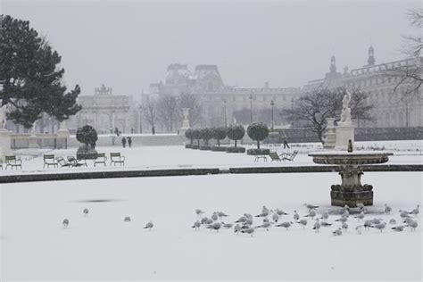 giardini di tuileries parigi imbiancata